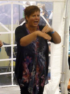 Sandra gebaart in workshop